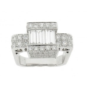 18K Round and Baguette Diamond Ring
